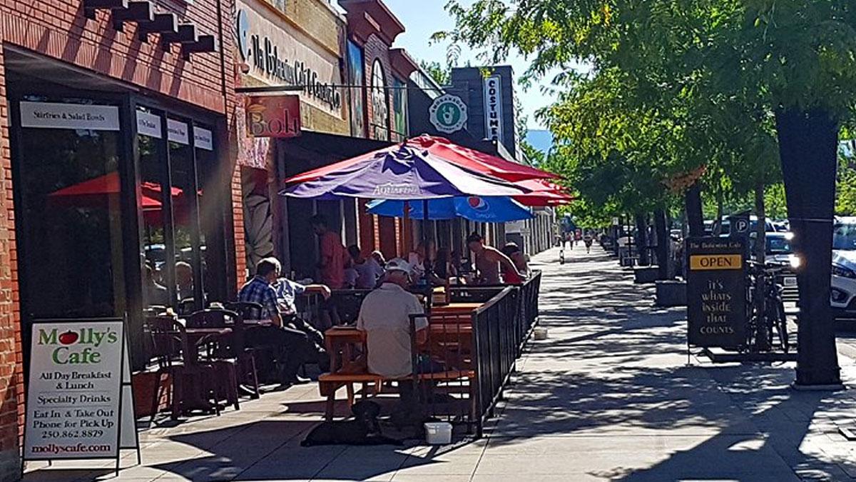 اخبار-کانادا-یک-شهر-کانادا-برای-یک-روز-یک-خیابان-را-به-شکل-گلخانه-در-می-آورد