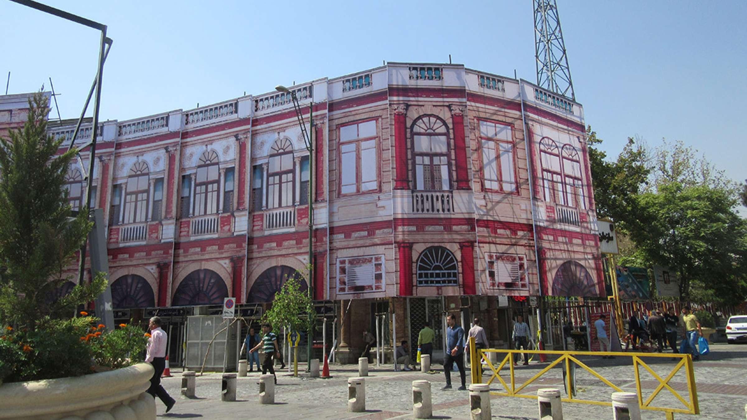 ادبیات-گلمحمدی-گزارش-آتش-سوزی-میدان-حسنآباد-تهران