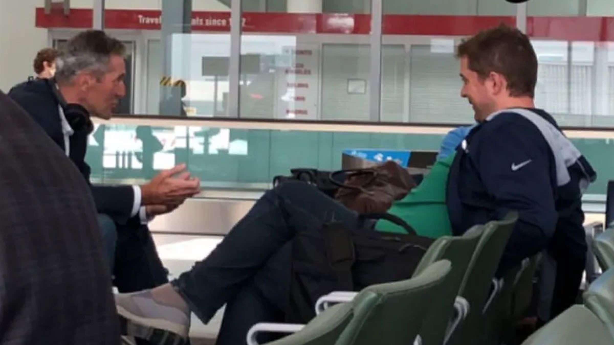 شییر-بدون-ماسک-در-فرودگاه-تورنتو-دیده-شد