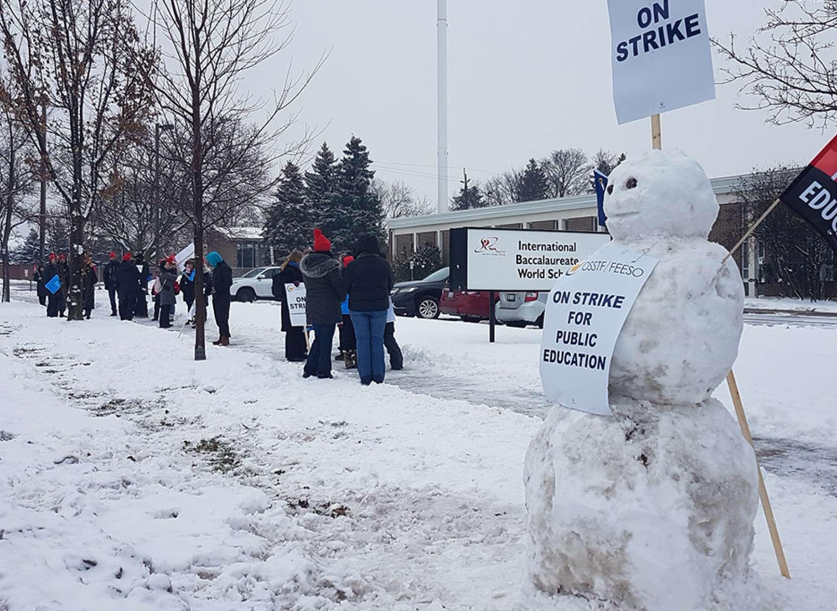 اخبار-تورنتو-آغاز-اعتصابات-یکروزه-دبیرستانهای-انتاریو