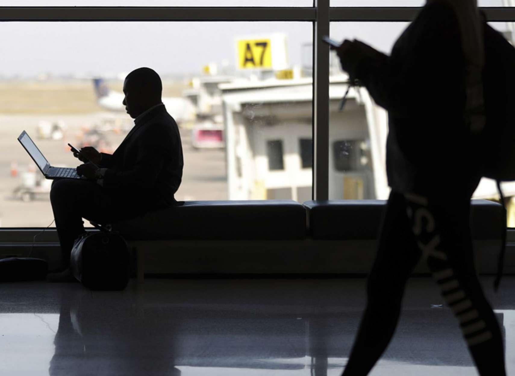 اخبار-دنیا-دادگاه-دولت-آمریکا-بدون-مجوز-اجازه-بررسی-تلفن-و-لپتاپ-را-ندارد
