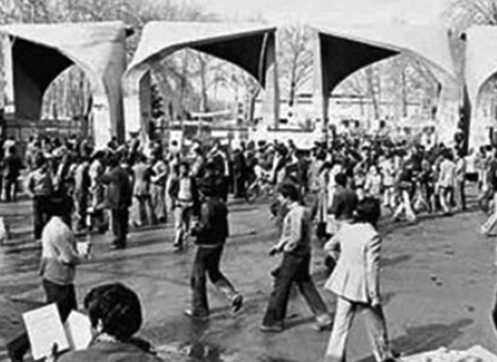 ادبیات-گلمحمدی-تاریخچه-روز-دانشجو-در-ایران