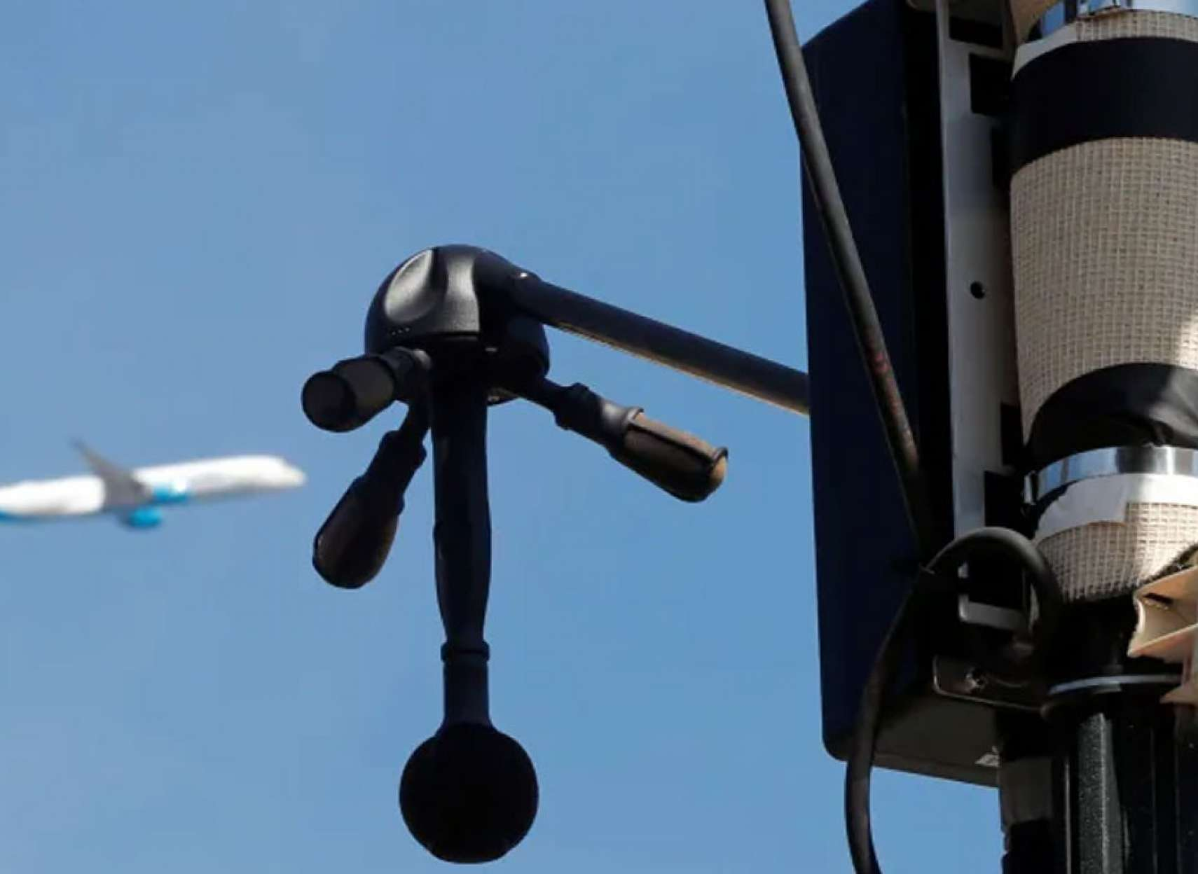 خبر-تورنتو-از-صدای-خودروها-در-شب-به-تنگ-آمد-رادار-رهگیری-نصب-می-کند