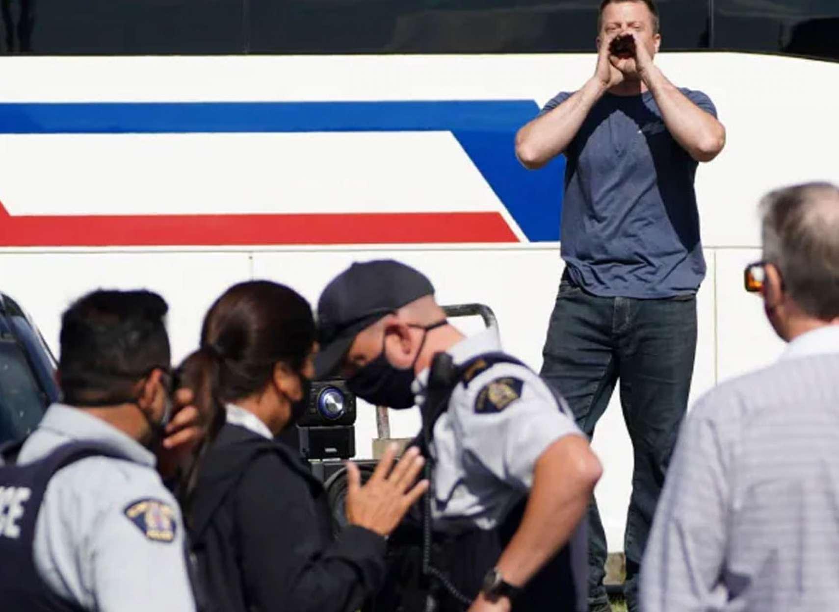 خبر-کانادا-ناسزا-جنسی-یک-تظاهرات-کننده-به-همسر-ترودو-و-پاسخ-ترودو-به-او