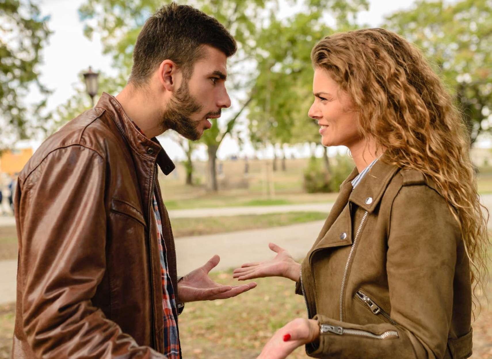 روانشناسی-داعی-بحثها-و-گفتگوهای-منفی-و-مخرب-زوجین-را-به-جدایی-میکشاند