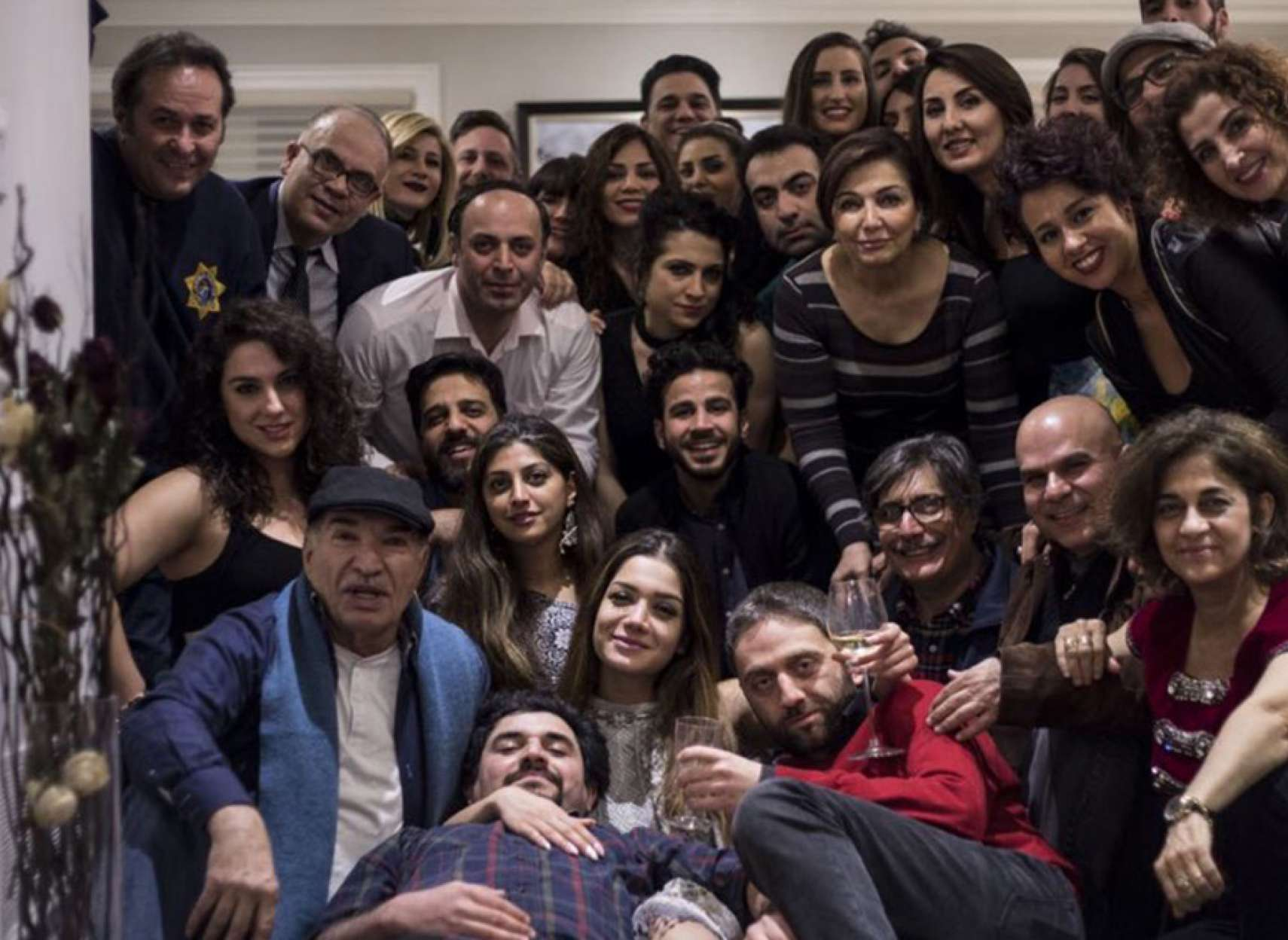 هنری-شیرازی-من-فیلم-پاندول-و-کسانی-که-برایش-عاشقانه-زیستند
