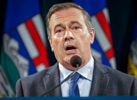 خبر-کانادا-نخست-وزیر-آلبرتا-عذرخواهی-وضعیت-اضطراری-بستن-علمی-پائیز-بازگشایی-سیاسی-تابستان